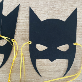 http://www.littlegift.com.au/1911-thickbox/batman-mask.jpg